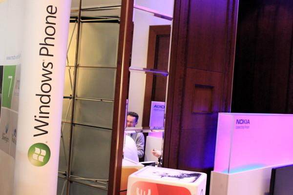 Einträchtig nebeneinander auf der MobileTech Conference 2011: Nokia und Microsoft