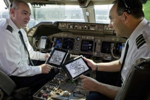 So wird es bei United Continental Airlines im Cockpit bald aussehen: iPad statt Papier