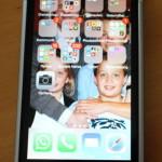 Das Phonesuit Elite 5 versorgt das iPhone 5/s mit Zusatzstrom und schützt es gleichzeitig