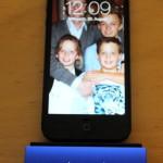 Das PhoneSuit Flex ist ein kleines, tragbares Zusatzakku für iPhone 5/S, iPad und iPod mit Lightning-Stecker