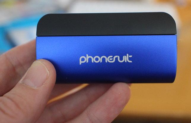 Klein, handlich und mobil: das PhoneSuit Flex