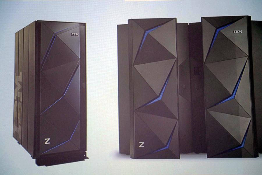 IBM z14 ZR1 (links) vs. IBM z14 (rechts)